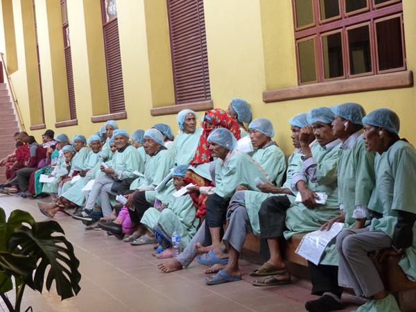 Tilganga Eye Hospital - 45 Personen werden hier ihre Operation am Grauen Star erhalten.