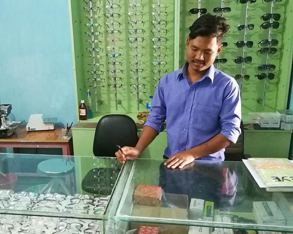 Optical Shop in der neuen Paying Clinic, Brigitte Nachtmann-Leitl für Vision for the World in Nepal