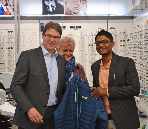 Gleich zu Beginn bekam Tinku noch eine dicke Jacke von Uvex um für die Temperaturen von Anfang März in Deutschland gut gerüstet zu sein.